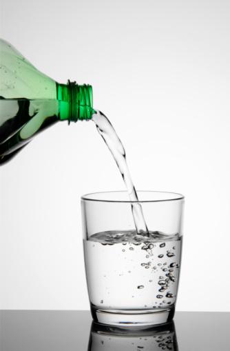 Aleja el estrés con la técnica del vaso de agua